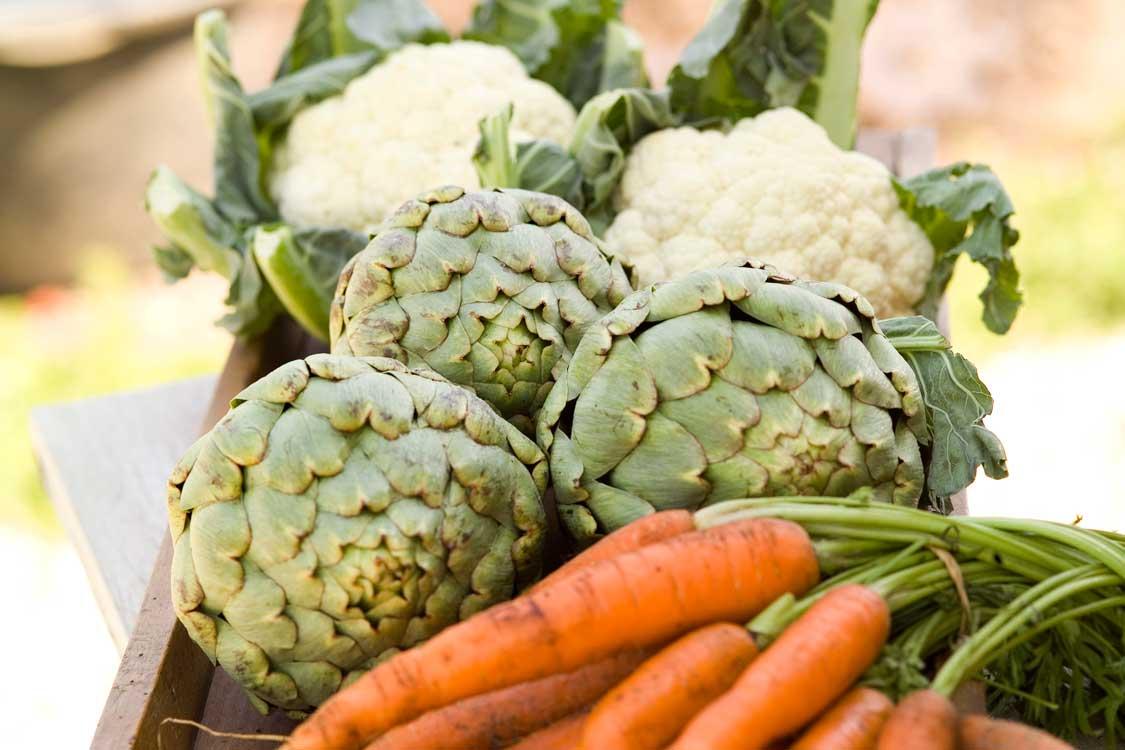 gulerødder, artiskokker og blomkål